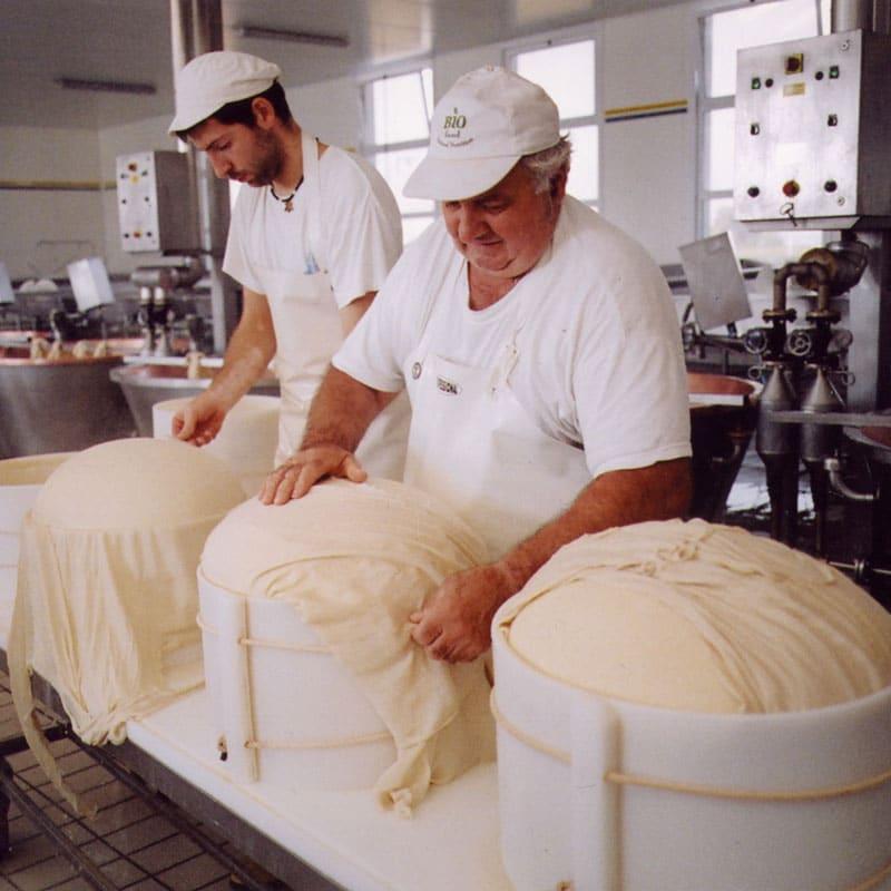 Parmesanost tillverkning